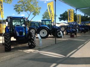 tractores en la feria de maquinaria de Úbeda