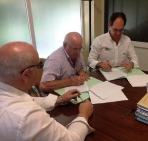 firma convenio de colaboración entre ASAJA Jaén y Guillermo García