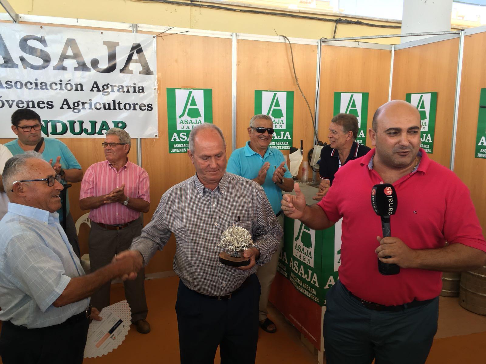 ASAJA Andújar premia con su olivo de plata a Diego Ortega Lara
